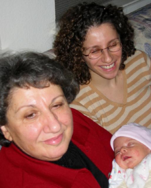 Hala'yi ziyaret / Visiting her aunt [Kizlar 2]
