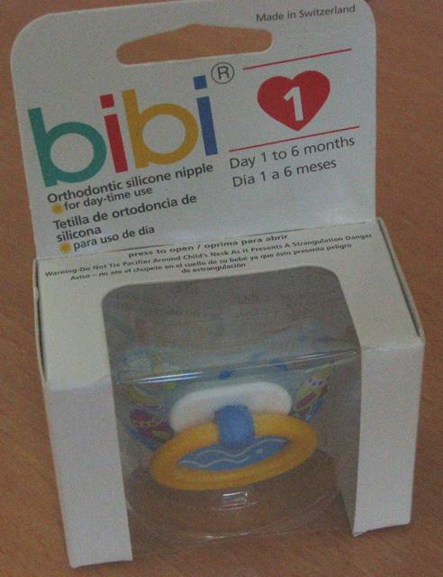 Pinar bebek alisverisine gidip, bu emzikle dondu. / Pinar bought this.